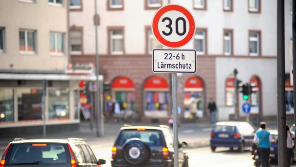 Frankfurt testet Tempo 30 nachts auf Hauptstraßen