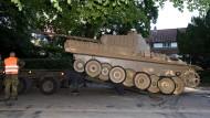 Beschlagnahmt: Um den Panzer des Angeklagten mitnehmen zu können, mussten die Ermittler die Bundeswehr zur Hilfe rufen.