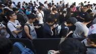Apple-Fans stürmen Läden für iPhone 7