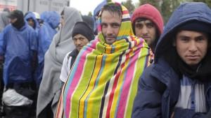 Kroatien und Slowenien bringen Flüchtlinge gen Österreich