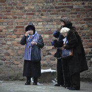 Den bodenlosen Abgrund der Hölle erlebt: Überlebende am Dienstag in Auschwitz