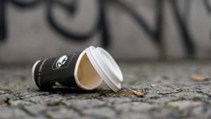 Grüne fordern Pfand auf Kaffeebecher