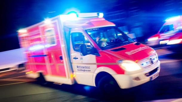 Mann wird bei Autounfall schwer verletzt