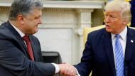 Der ukrainische Präsident Petro Poroschenko und Donald Trump bei einem Treffen im Juni 2017 in Washington.