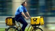 Sonst noch was? In Bremen soll Postboten auf ihrer täglichen Runde nachsehen, ob es Senioren gutgeht.