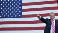 Trump will Gefängnisstrafe für Verbrennen der Flagge
