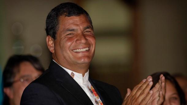 Correa gewinnt Präsidentenwahl
