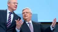 Klaus-Peter Müller (r.), Aufsichtsratschef der Commerzbank, ist ratlos: Keine Frau ist als Nachfolgerin für den scheidenden Vorstandsvorsitzenden Martin Blessing in Sicht.
