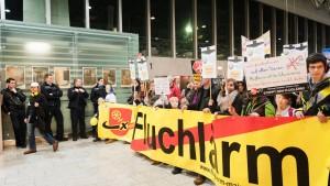Fluglärm-Gegner begleiten Abschied von Petra Roth