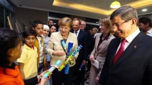 """Merkel: """"Türkei leistet allergrößten Beitrag"""""""