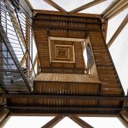 Blick von unten: Wer den Turm zum ersten Mal seit der Brandkatastrophe wieder sieht, wird ihn vielleicht nicht gleich wiedererkennen.