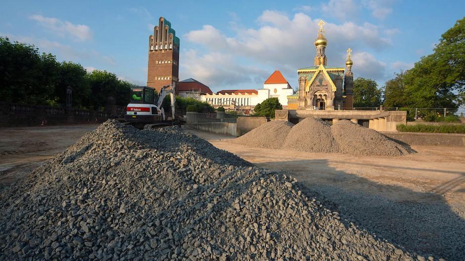 Schotterberge auf Höhe: Auf der Mathildenhöhe wird derzeit an vielen Ecken und Enden saniert.