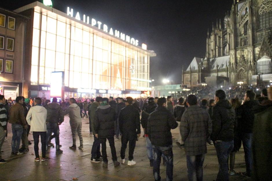 Ausschnitt einer Schreckensnacht: An Silvester wurden am Kölner Hauptbahnhof Frauen sexuell belästigt und ausgeraubt.