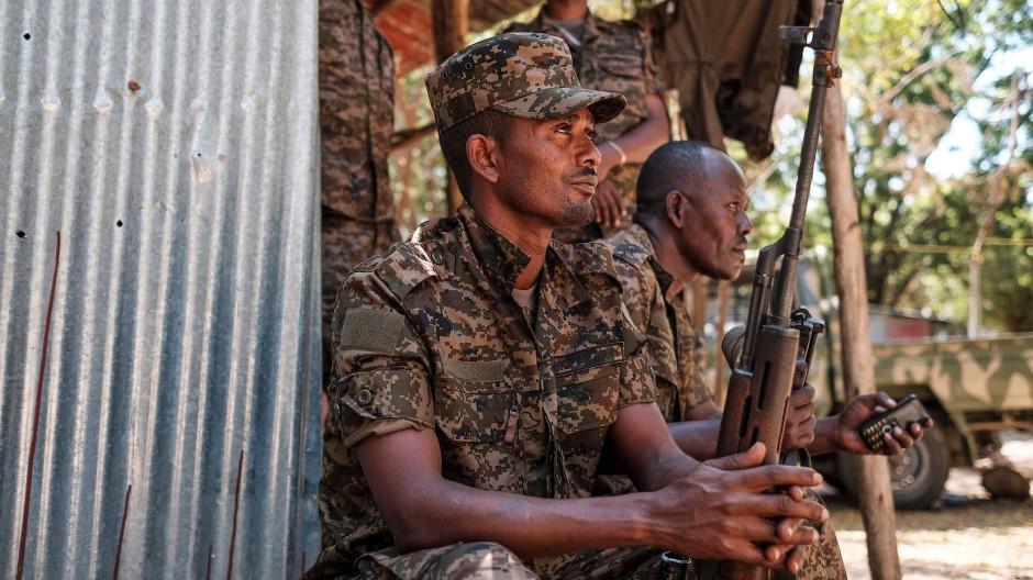 Äthiopische Soldaten des nördlichen Kommandos der Armee in der Stadt Dansha am 25. November