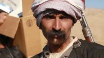 Ein jesidischer Kämpfer in der Stadt Sindschar