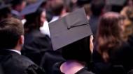 Dualstärkung: Die Jahrgänge der dualen Berufsausbildung werden kleiner, die der akademischen größer. (Symbolbild)