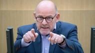 """""""Ein Plätzchen im Gefängnis"""" für Baden-Württembergs Verkehrsminister Winfried Hermann (Bild)? Das zumindest Daniel Hackenjos."""