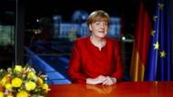 """Merkel mahnte: """"Es kommt darauf an, denen nicht zu folgen, die mit Kälte oder gar Hass in ihren Herzen ein Deutschsein allein für sich reklamieren und andere ausgrenzen wollen."""""""