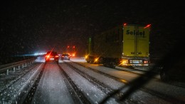 Viele Unfälle auf glatten Straßen in Deutschland