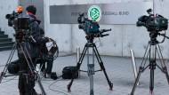 Kameras an der DFB-Zentrale in Frankfurt: Wie geht es weiter beim DFB?