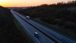 Allein auf der Autobahn