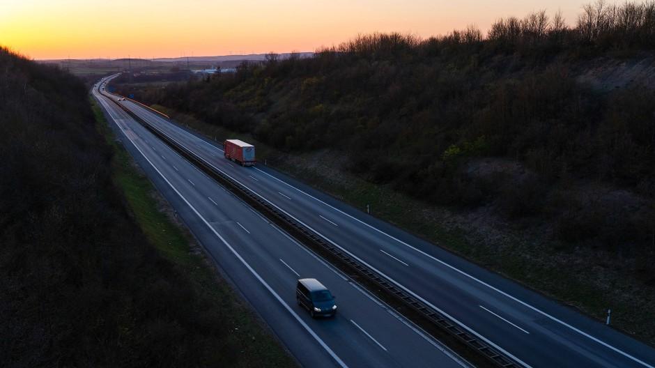Leere auf der A70 in Bayern – auch an einem Montagabend Ende März 2020.
