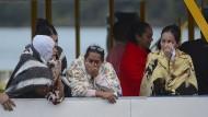 Tränen und Schock nach dem Schiffsunglück auf einem Stausee nahe Medelin