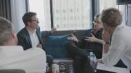 """Die """"SZ""""-Journalisten Bastian Obermayer und Frederik Obermaier mit Edward Snowden"""