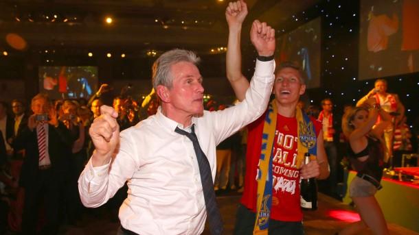 Schwarz Gelbe Trauer Und Rote Party BdxeCQroW