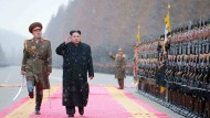Nordkoreas Machthaber Kim Jong-un bei einer Militärparade