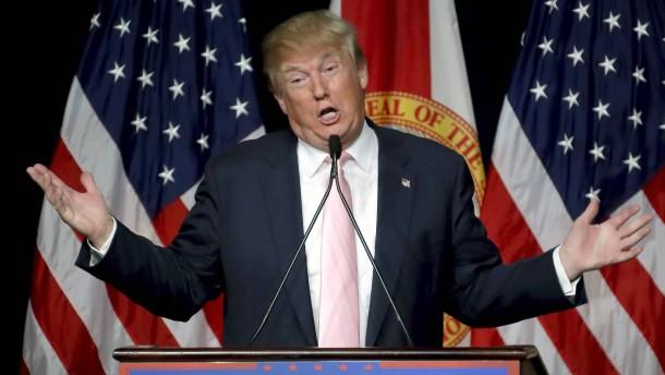 Ehemalige Mitarbeiterin Trumps berichtet von ungewolltem Kuss