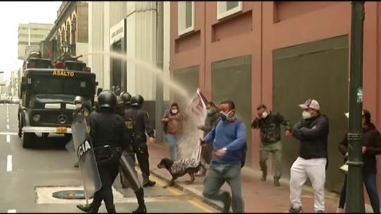 Polizei setzt Wasserwerfer gegen Krankenhauspersonal ein