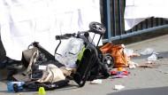 Auto rast in Fußgängergruppe: Einjährige tot