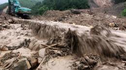 Springfluten und Erdrutsche