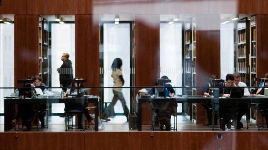 Die gegenwärtige Rechtsunsicherheit schadet auch den Universitätsbibliotheken - hier die der Humboldt-Universität in Berlin