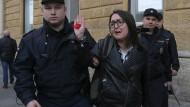 Jelena Grigorjewa bei einem Einzelprotest (nur die sind ohne Genehmigung erlaubt) im April