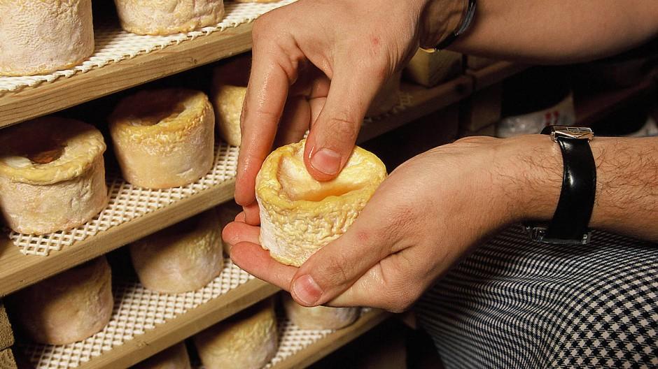 """In der """"Käseecke Waltmann"""" wird Rohmilchkäse in kulinarische Kleinkunstwerke verwandelt."""