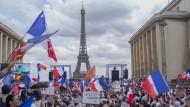 Viele Franzosen lehnen die Impflicht für bestimmte Berufsgruppen und den Gesundheitspass ab.