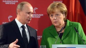 Merkel kritisiert Übergriffe  gegen Stiftungen in Russland