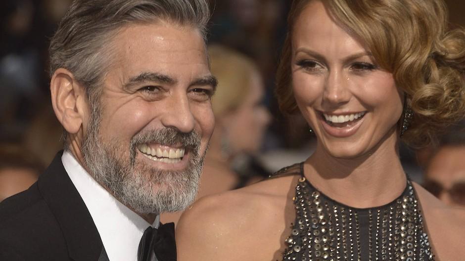 Mit der künftigen Ex-Freundin auf den roten Teppich: Dreimal gingen George Clooneys Beziehungen nach Oscar-Nominierungen in die Brüche.