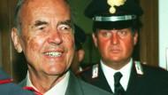 Zeigte nie Reue: SS-Mann Erich Priebke verlässt ein italienisches Kriegsgericht in Rom im Juli 1996.