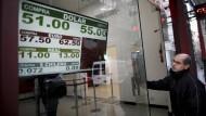 Die Wechselkurse in Argentiniens Hauptstadt Buenos Aires geben derzeit kein gutes Bild ab.