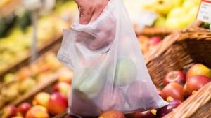 Rewe verbannt die dünnen Plastiktüten – aber nur kurz