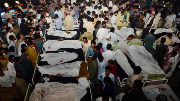Attentäter reißt Dutzende Menschen mit in den Tod