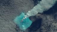 Der einsame Eisdrache speit Feuer