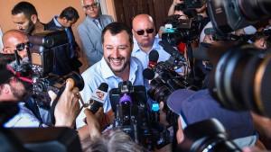 Salvini schließt das Symbol des Scheiterns