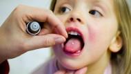 Obwohl ihre Wirksamkeit oft nicht nachgewiesen ist, greifen viele Deutsche zu homöopathischen Mitteln.