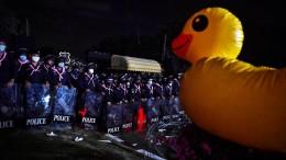 Gummi-Enten gegen Militärherrschaft