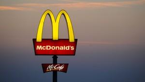 Achtjähriger fährt mit Auto seines Vaters zu McDonald's