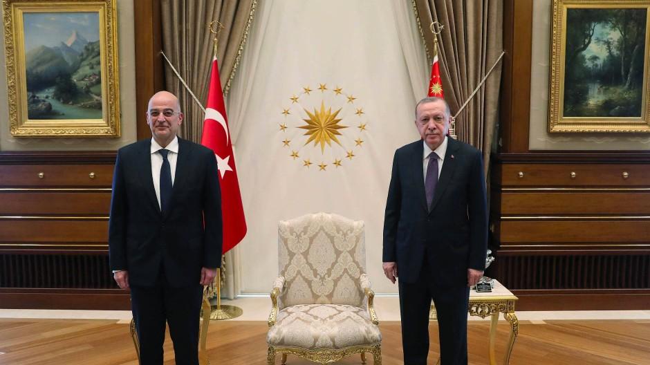 Die Ruhe vor dem Sturm: Recep Tayyip Erdogan empfängt den griechischen Außenminister Dendias am Donnerstag.